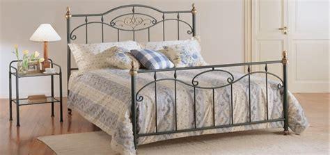 letti moderni in ferro battuto letto in ferro battuto con pomelli dorati idfdesign