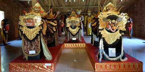 Topeng Tertawa Khas Bali T018 rumah penuh topeng dan wayang ini bisa jadi wisata budaya