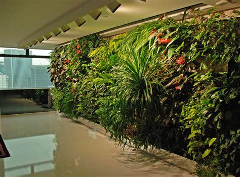 Lu Variasi ronald lu office vertical garden blanc