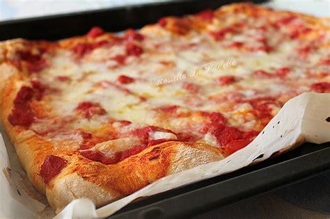 la pizza es alta impasto per pizza ricetta base rossella in padella