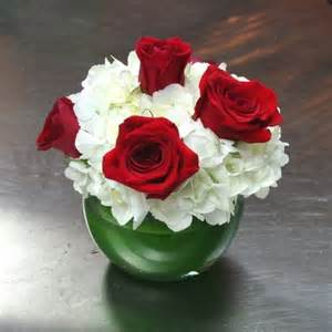 centerpieces with roses white hydrangea and roses centerpiece w flowers ottawa