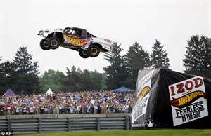 Wheels Truck Jump Driver Wheels Stunt Driver Breaks World Record R To R