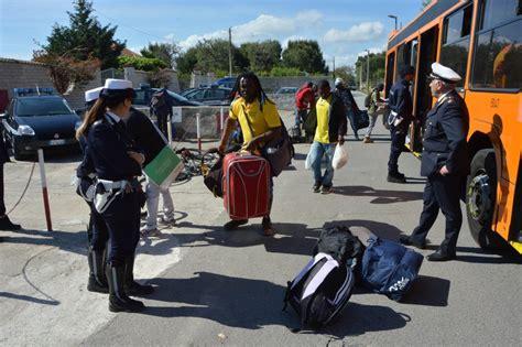 ufficio immigrazione bari bari i migranti traslocano dalla tendopoli a villa ata