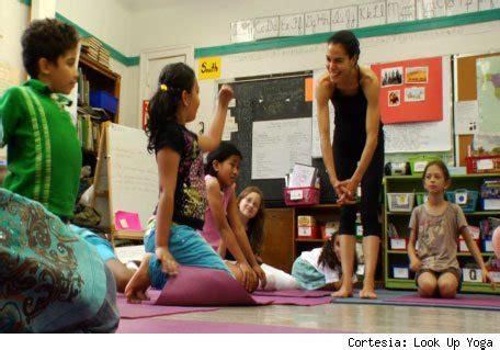 imagenes yoga niños familia embarazo consejos para mam 225 s y pap 225 s c 243 mo