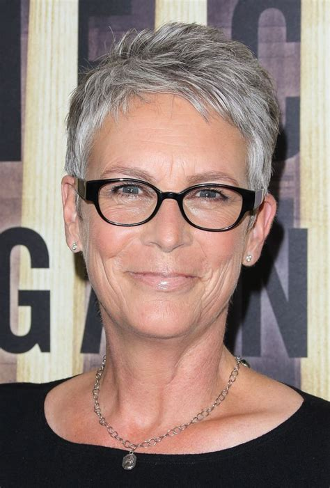 jamie lee curtis with silver hair classy and very short haircut flattering hair styles for women over 50