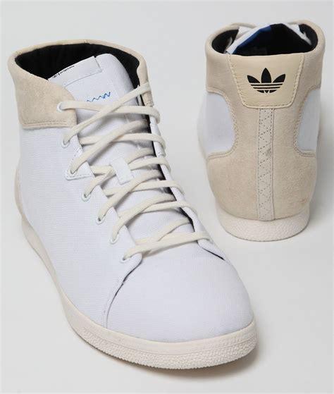 Sepatu Adidas Original cari sepatu adidas originals azzie mid