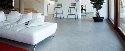 pavimenti per esterni moderni differenza tra pavimento in resina e cemento di diverso tipo