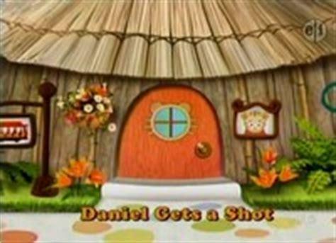 daniel tiger trolley bed episode 118 daniel gets a shot the daniel tiger s neighborhood archive