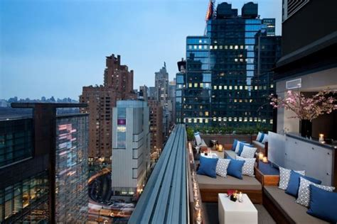 New York Roof Top Bar by 21 Amazing Rooftop Bars Around The World To Try This Summer