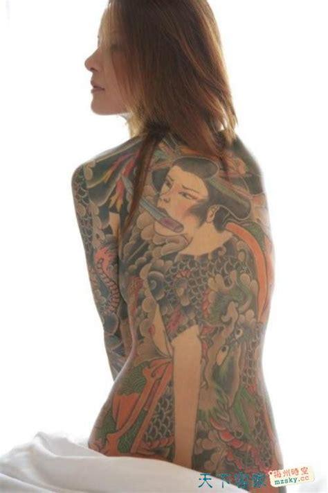 日本黑帮少女通体纹身 出书揭露黑帮生活 男