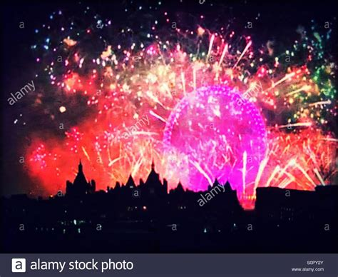 new year s thames river 2016 new year s eve fireworks from the london eye along