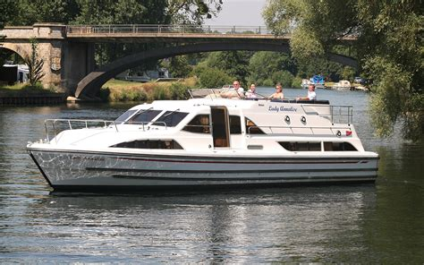 Thames River Boat Day Hire | boating holidays cruiser boat hire day boats on the