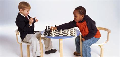 imagenes niños jugando ajedrez 10 razones para que los ni 241 os aprendan a jugar ajedrez