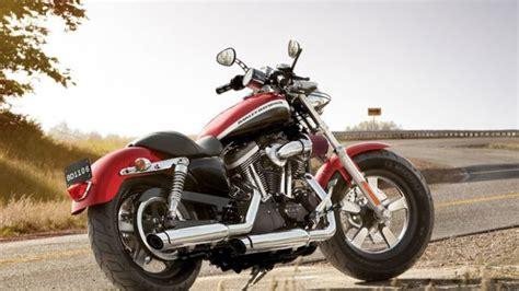 2013 Harley Davidson XL1200C Sportster 1200 Custom Review