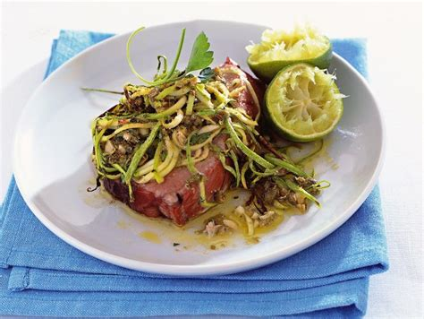 come cucinare tranci di tonno ricetta tranci di tonno con julienne di zucchine e capperi