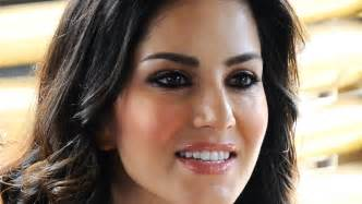 Sunny leone replaces deepika padukone as leela 183 guardian
