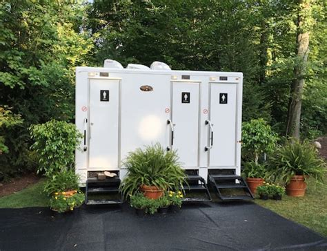 rental bathrooms for weddings restroom trailer rental wedding portable toilet rentals switchmusicgroup com