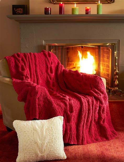 Wst 5348 Lace Dress horseshoe cable blanket and pillow in bernat blanket