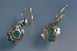 boucles d oreilles 233 meraudes diamants en or vendus