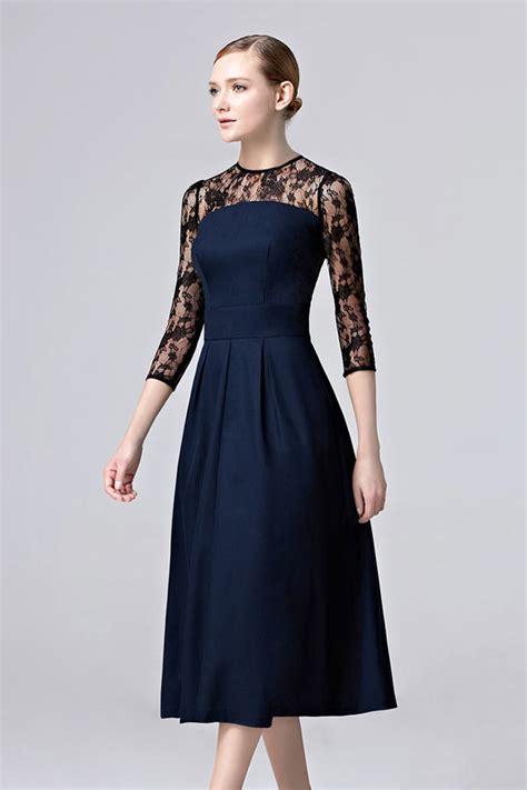 femme robe bleu nuit invit 233 mariage mi longue col illusion