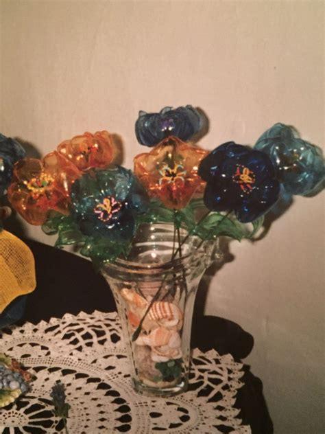 fiori di plastica fatti con bottiglie fiori fatti con i fondi delle bottiglie di plastica e