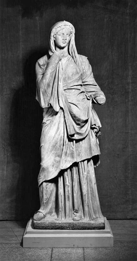 ancient roman women sculptures ancient roman woman circa 1st century bce wearing a tunic