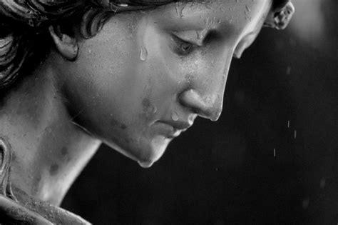 imagenes virgen llorando tears from heaven angel statue angel in the rain bronze