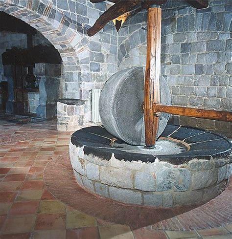 in pietra e legno cotto pietra e legno