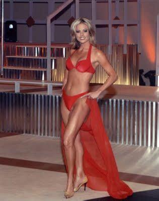 news babes: courtney friel from fox news in a bikini....yep!