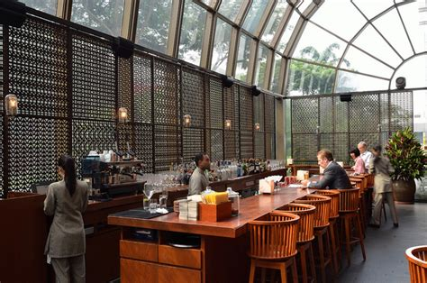 top 5 bar singapore singapore s top five bars to smoke a cigar lifestyleasia