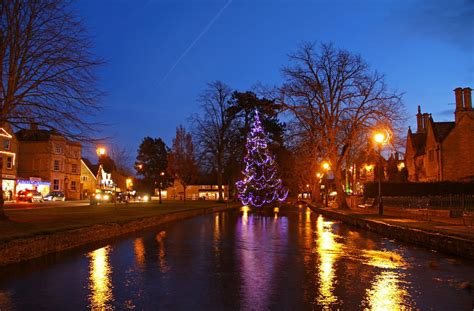 christmas lights bourton on the water cotswolds