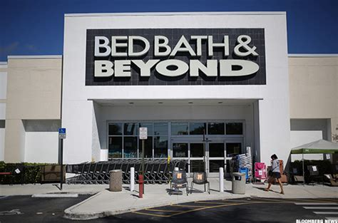 bed bath an bed bath beyond bbby fights amazon amzn with