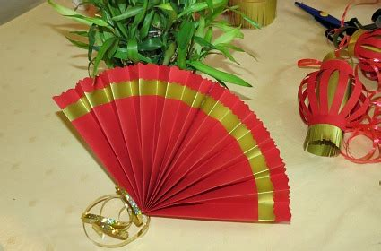 How To Make Paper Fan Decorations - how to make paper fans