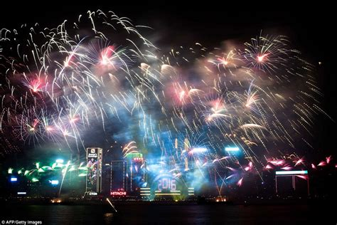 new year hong kong dates 2016 the uk welcomes in new year s 2016 with 12 000