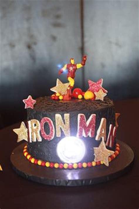 como decorar bolo para homens bolos decorados do homem do ferro