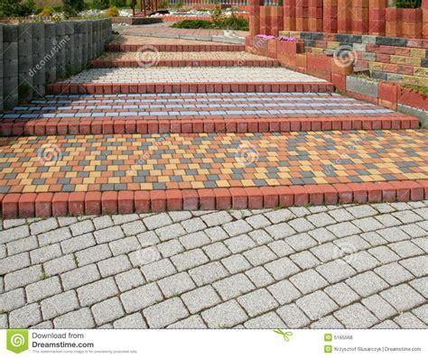 imagenes de jardines con adoquines pavimento del adoqu 237 n fotos de archivo libres de regal 237 as