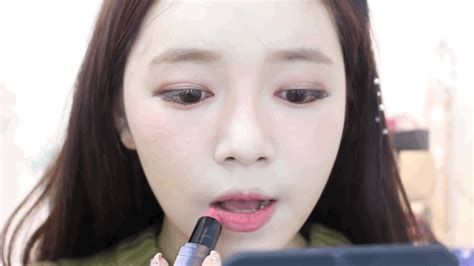 pattern gif red beauty talk tuesday recreate taeyeon s red velvet s