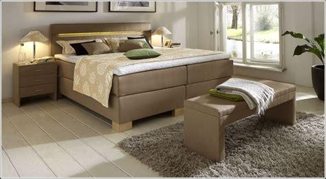 schlafzimmer mit boxspringbett einrichten schlafzimmer mit boxspringbett schlafzimmer mit