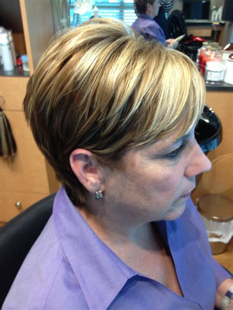 short hairstyles light brown with blond highlights blonde highlights light brown short hair mama pinterest