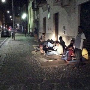questura di napoli ufficio immigrazione via galileo ferraris 131 mala sharif e gli altri ventuno ore in strada sognando