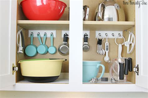 Kitchen Cabinet Pull Out Organizer by 13 Brilliant Kitchen Cabinet Organization Ideas Glue