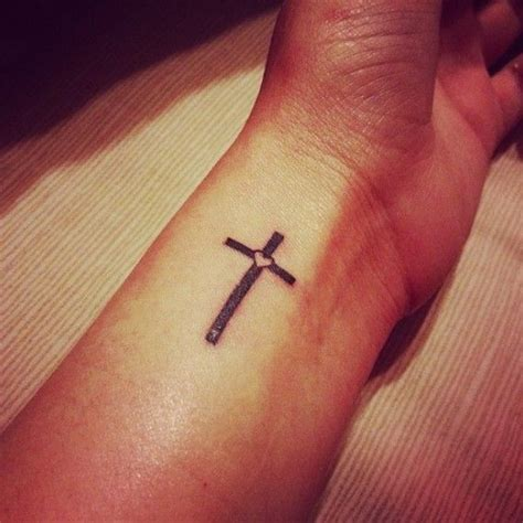 easy tattoo cross best 25 simple cross tattoo ideas on pinterest cross