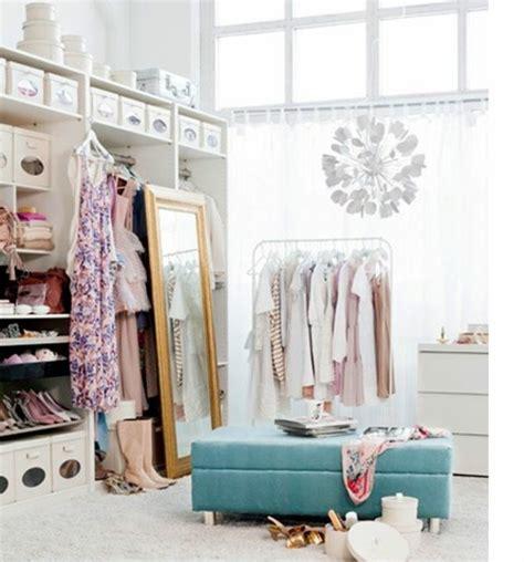 begehbarer kleiderschrank mit fenster ankleidezimmer mit fenster ideen loopele