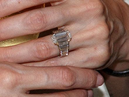 angelina and brad: see jolie's engagement ring up close!