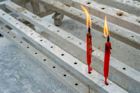 candele cinesi due candele rosse cinesi fotografia stock immagine di
