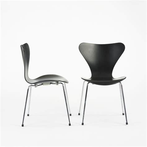 3107 Arne Jacobsen by Arne Jacobsen Sevener Chairs Model 3107 Pair