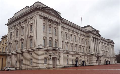 the best places in buckingham palace big you must see buckingham palace front corner view if you