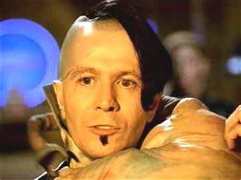 gary oldman jean baptiste gary oldman as jean baptiste zorg in quot the fifth element