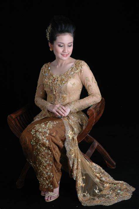 Kebaya Shanghai Warna Gold 20 model kebaya pernikahan modern gold eksklusif 2017