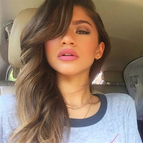 hairstyles for selfies zendaya